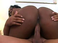 Ebony shorty happy to get a cumload