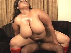 Ebony with vast tits blows in bath
